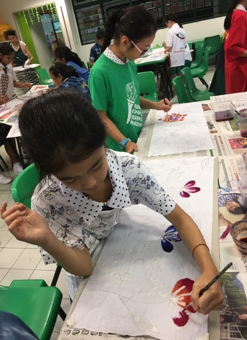Applying the blending technique on their artworks during the Batik Workshop - 2.jpg